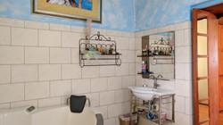 Master Bathroom, Manderley Gardens