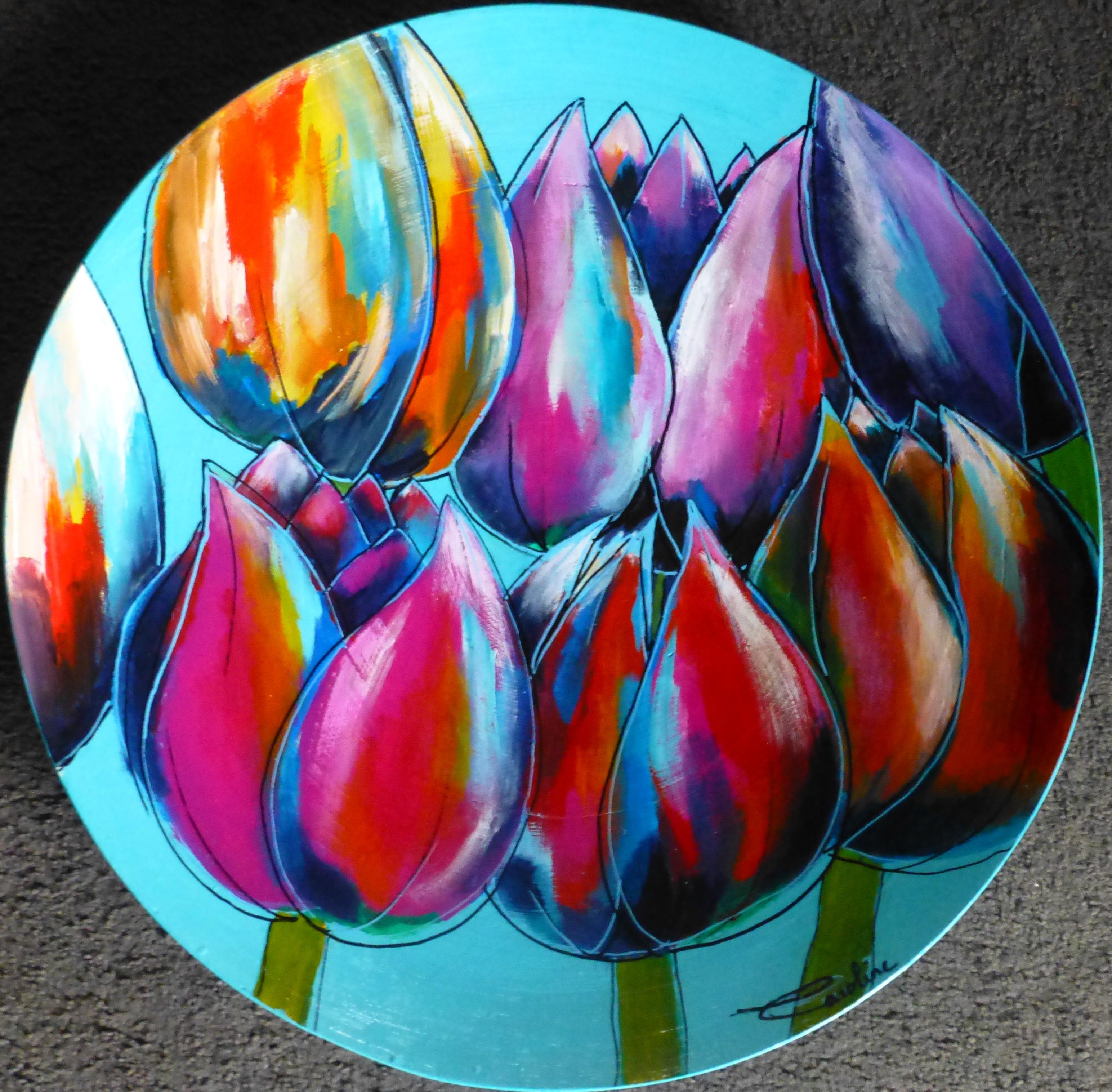 bamboeschaal met div. gekleurde tulpen.j