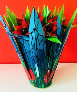 rood object met 13 tulpen