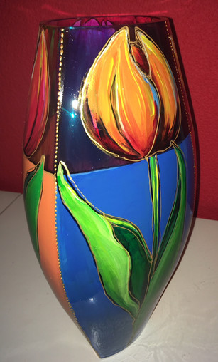 vaas met tulpen van opzij.jpg