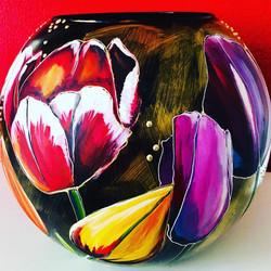 bolvaas met div. soorten tulpen1