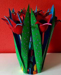 tulpenobject met rode tulpen met groene