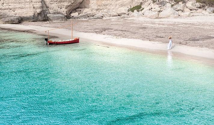 alquiler de barcos en menorca, alquiler barcos menorca, alquiler barcos sin titulo menorca, alquiler barcos sin titulacion en menorca, alquiler de barcos en menorca, barca tradicional menorquina en cala mitjana