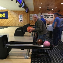 Alley Cat Bowling in Lakeview
