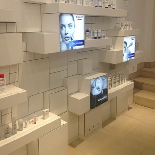 Together with the top Belgian beauty journalists we went to Hamburg to visit Eucerin's laboratories.