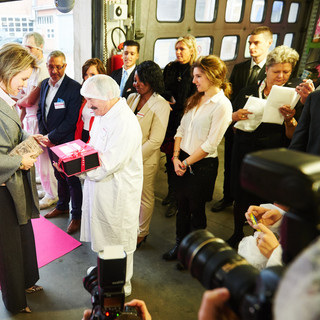 To celebrate the 125th birthday of renowned confectionary and chocolaterie Van Parys,  Interel Plus organized a royal factory visit with Queen Mathilde.