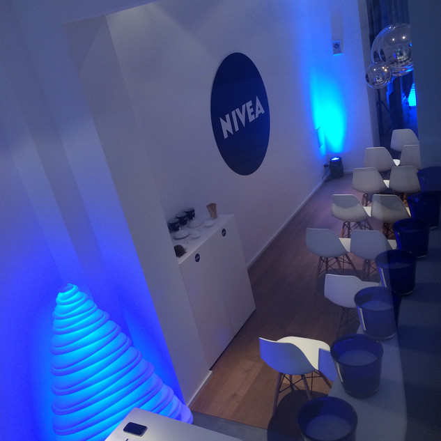 To present NIVEA's winter launches, Interel Plus organized a blue NIVEA Christmas! A cosy event for top journalists & influencers, with the ultimate winter care beauty products, heartwarming food & drinks and a whole lot of Christmas atmosphere.