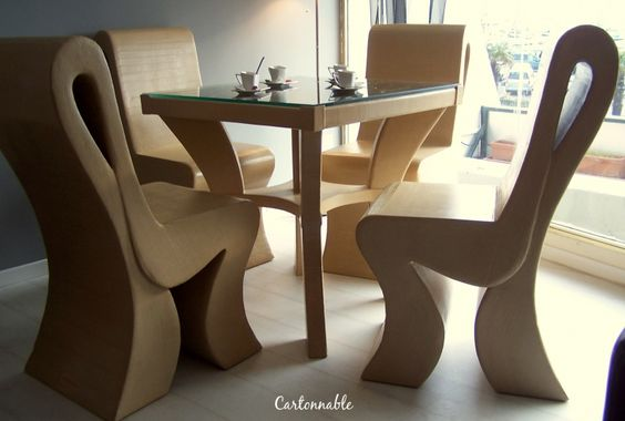 table et chaise en carton