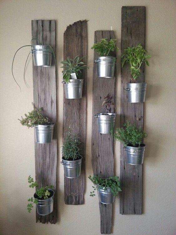pot en zinc sur bois