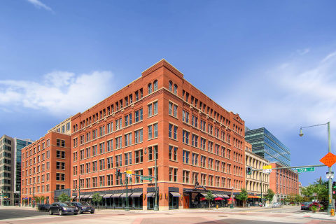 Invesco's 1515 Wynkoop LEED Platinum Building that will house Amazon's new Tech Hub in downtown Denver (photo: Business Wire)