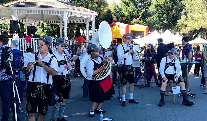 Oktoberfest - Entertainment