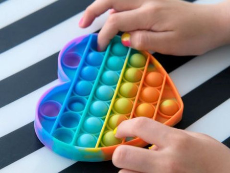 Pop it: O brinquedo que virou febre entre as crianças