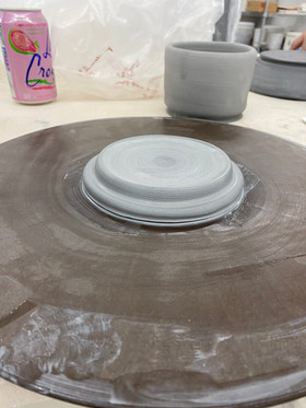 Thrown lid for cylinder