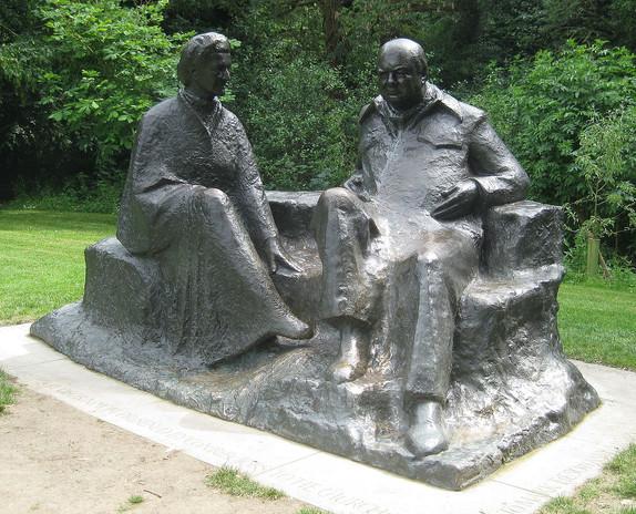 Chartwell,_Churchills'_statue.jpg