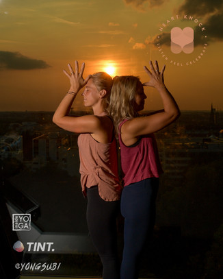 Yoga - Buddys über den Dächern Münchens