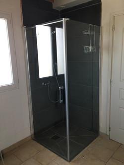 Douche à l'italienne salle de bain du bas