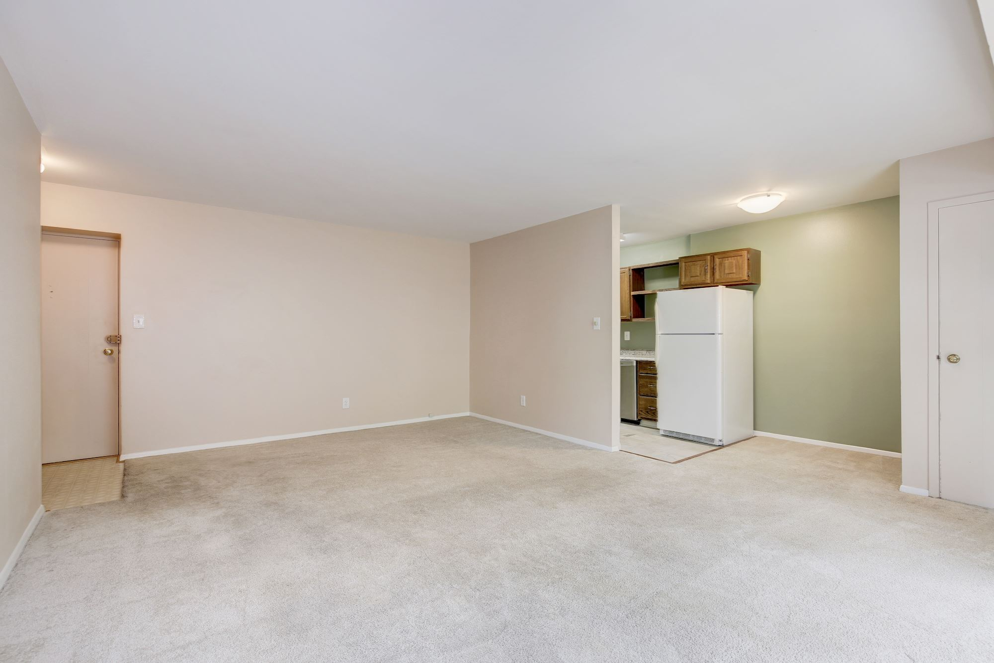 Living looking to Kitchen