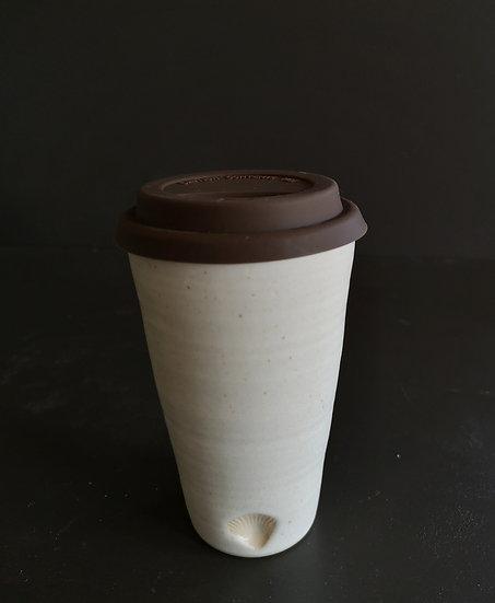 BÆREkraftig beige   kopp med silikonlokk