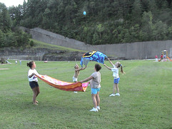 Tossing balloon 02.jpg