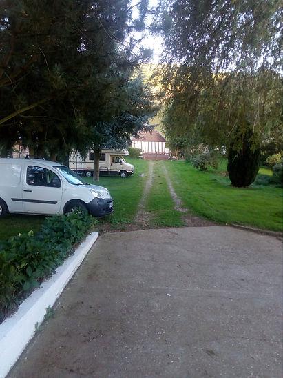 Parking de l' EJMF (école de joute médiévale française )