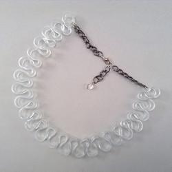 Basic ruffle necklace