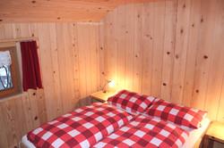 Separates Schlafzimmer mit Doppelbett