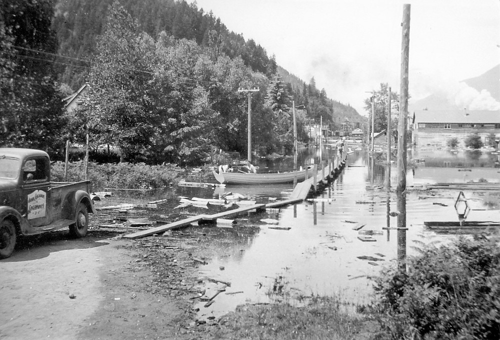 Flood of 1948 down Finlayson St to channel