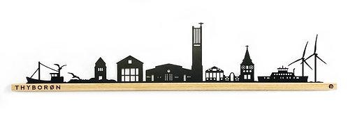 Thyborøn by-motiv i sortlakeret stål og eg 900 mm