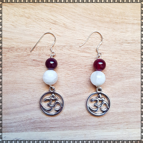 Ohm earrings with moonstone and agate