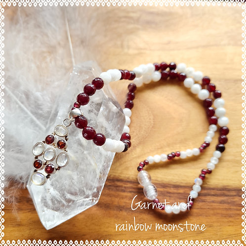 Necklace with garnet and rainbow moonstone