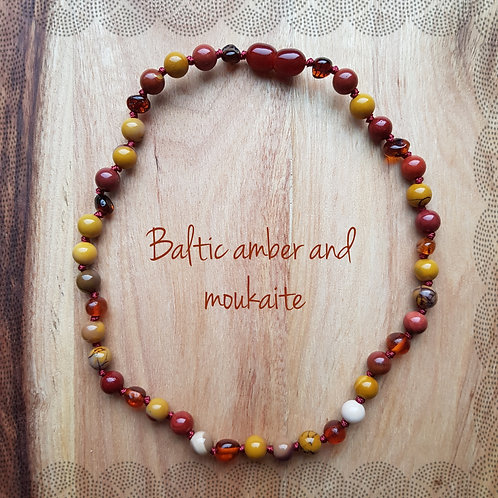 Necklace with cognac amber and moukaite
