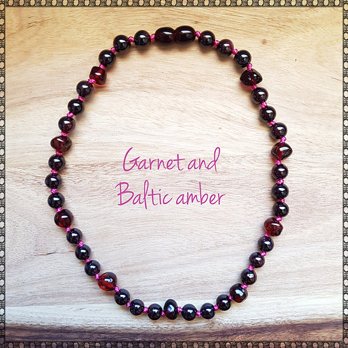 Knotted necklace with natural garnet