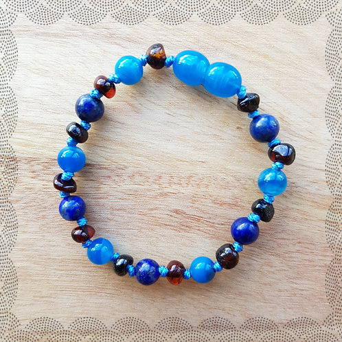 Baby bracelet with blue agate and lapis lazuli
