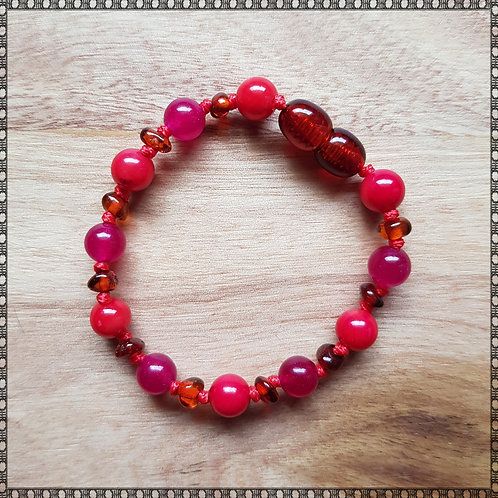 Bracelet with red coral and plum jade