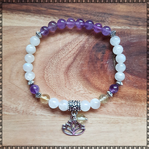 Mala bracelet with moonstone and amethyst
