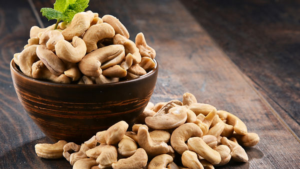 Cashew_nuts_in_bowl_716785162_1200px.jpg