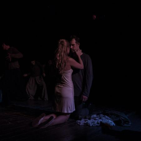 любовная сцена спектакля