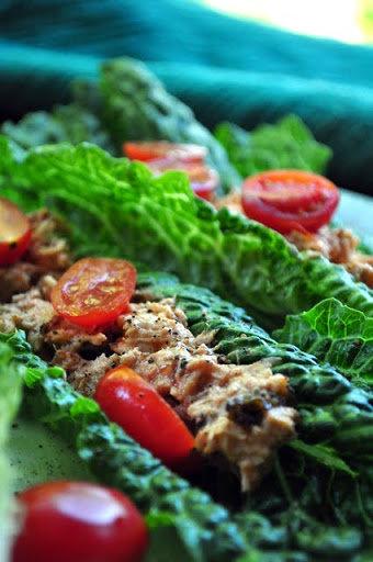 Tuna Salad on Romaine Leaves