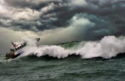 Braking waves off the Daunt