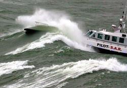 Pilot boat through wave 2