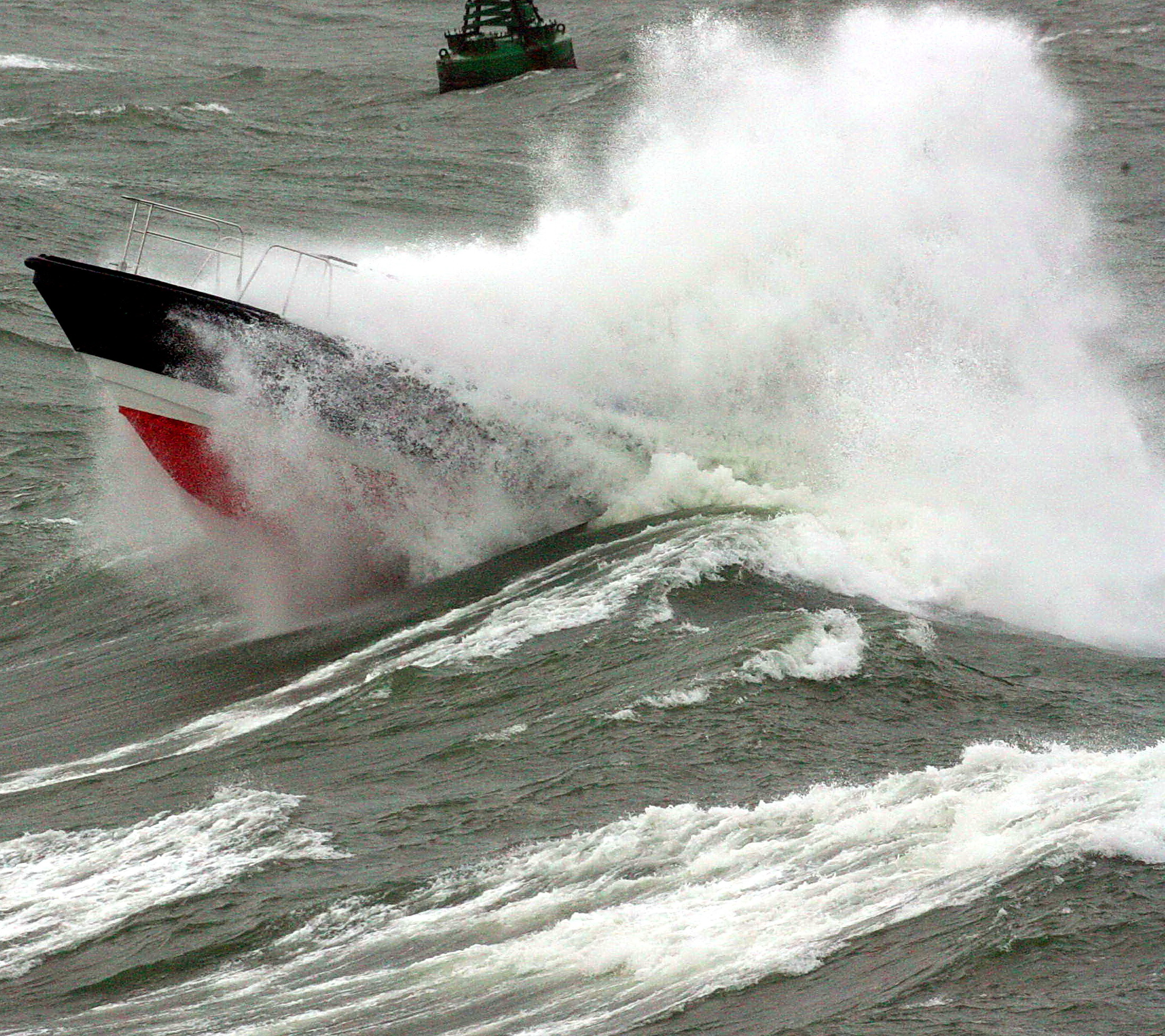Pilot boat through wave 4