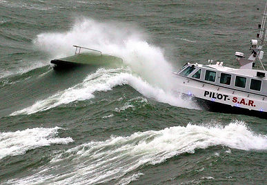 Pilot boat through wave 2_resize.jpg