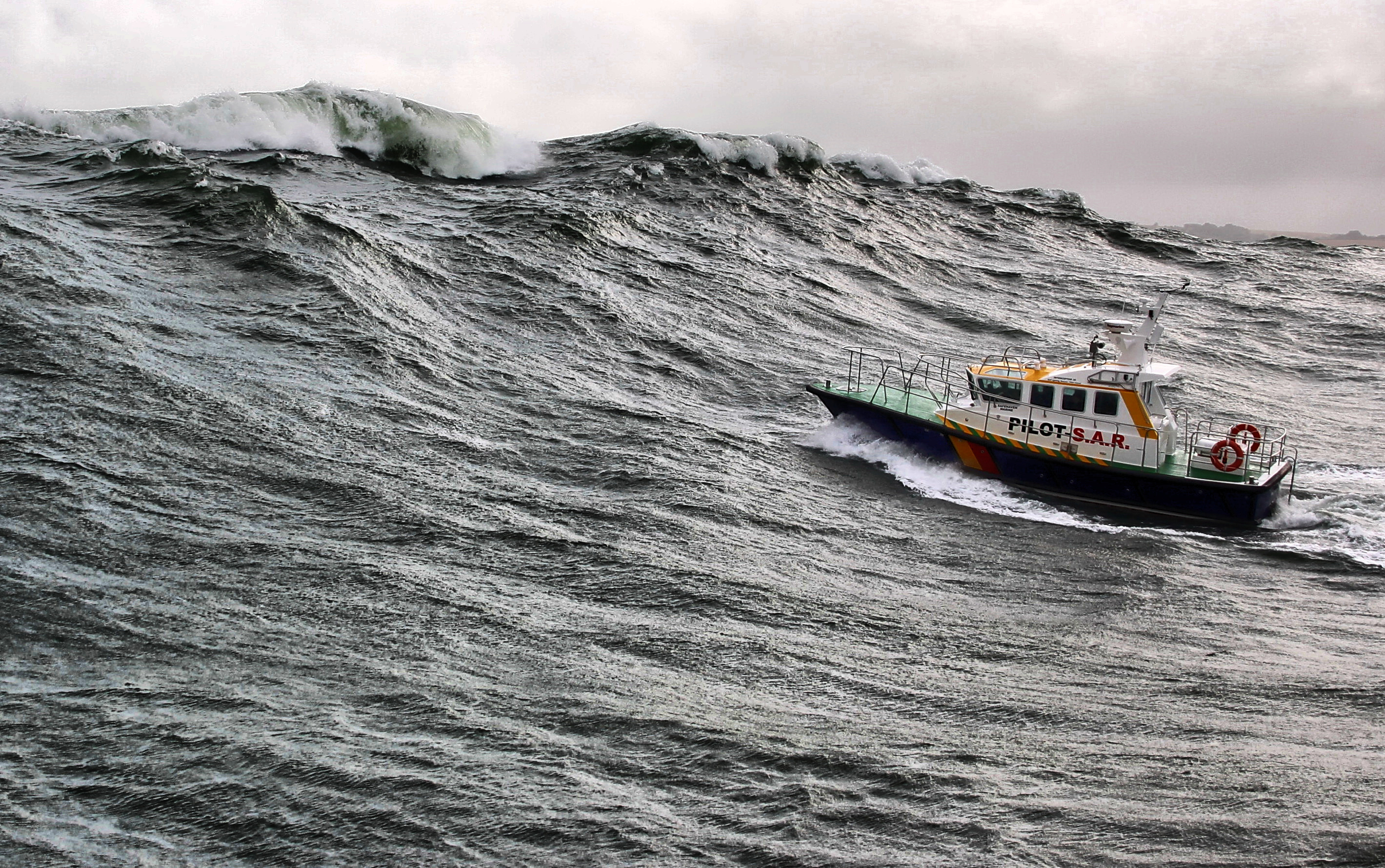 Huge waves at the entrance, Pilot 38