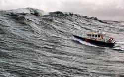 Huge waves at the entrance, Pilot 38