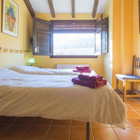 Habitación camas simples con baño completo privado