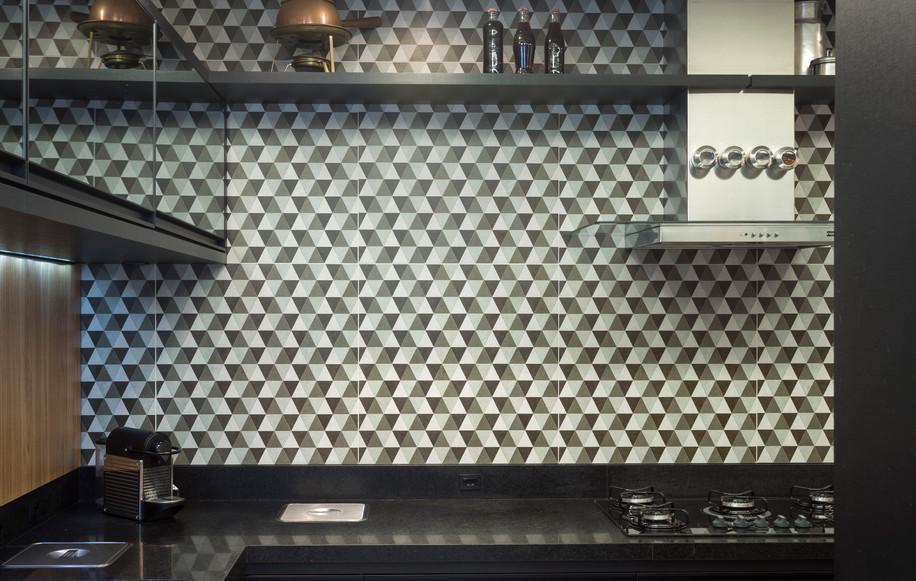 Cozinha preta e branca projeto arquiteta