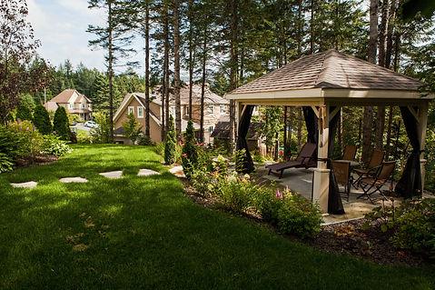 À l\'abri dans son jardin… sous sa terrasse couverte ...