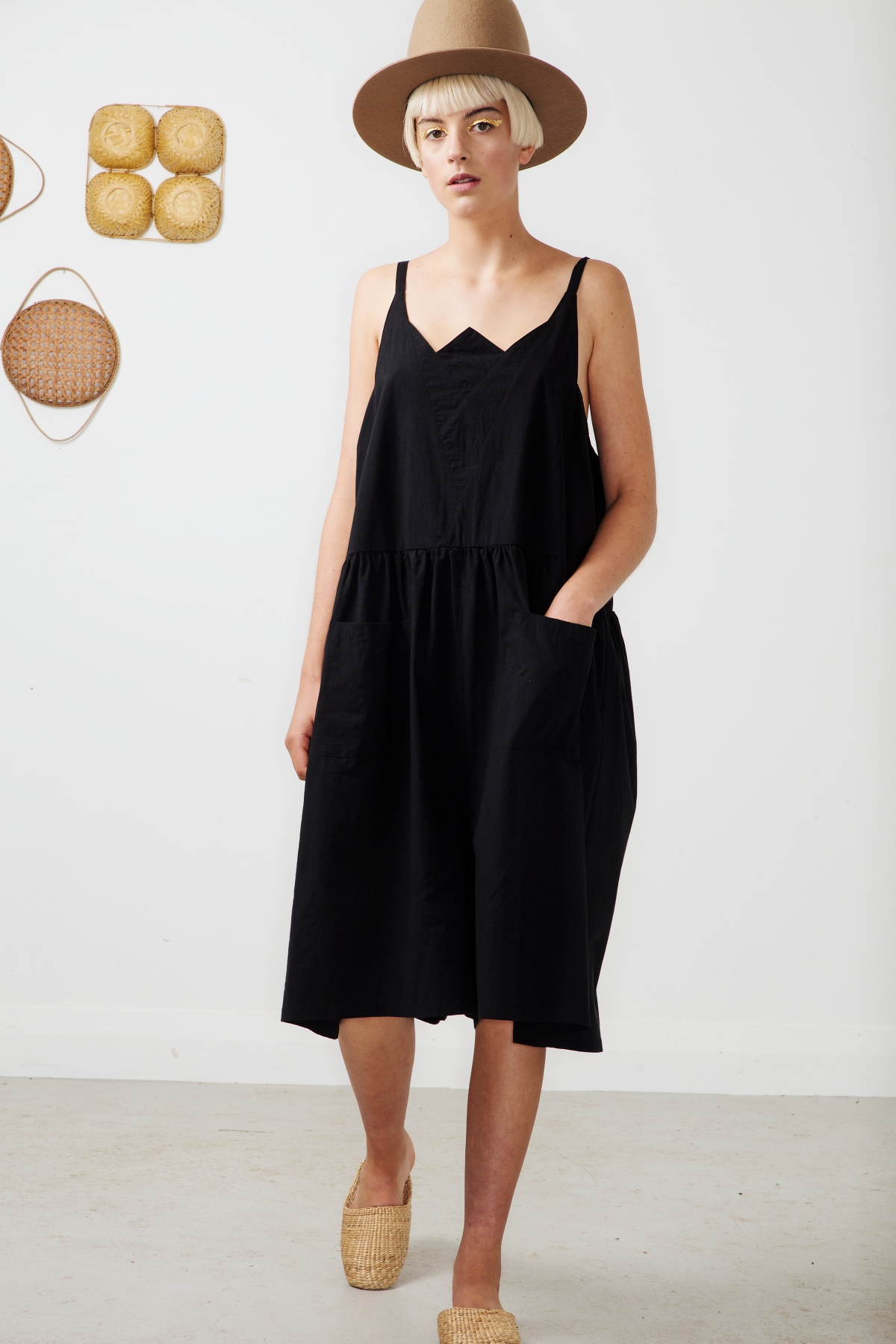 whisper shorts-black