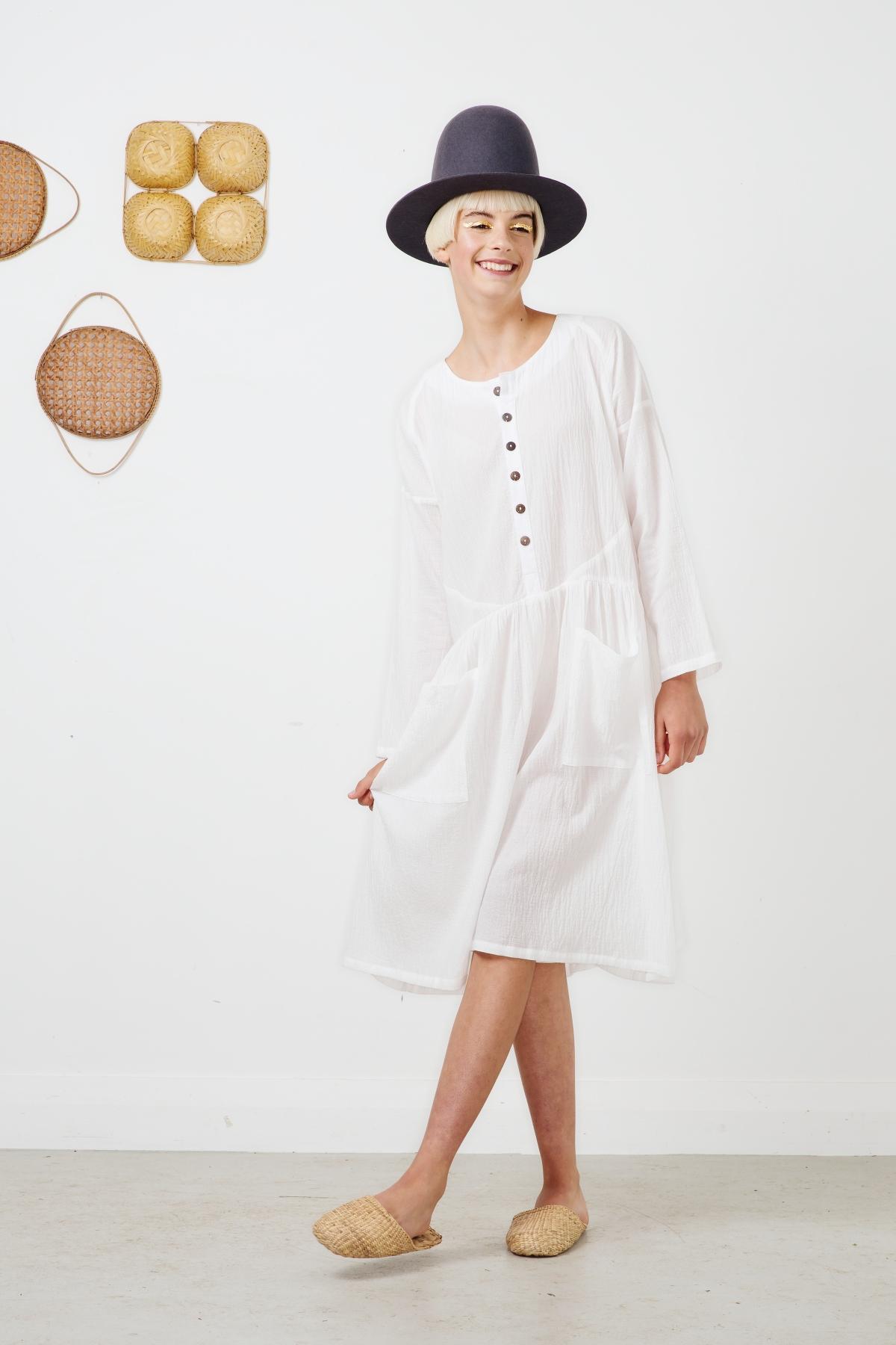 peridot shorts white