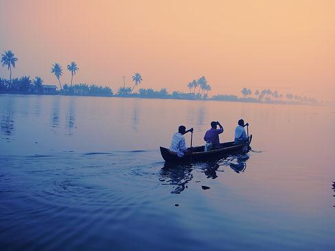 a-boat-early-morning-in-india-XZZE4SB.jpg